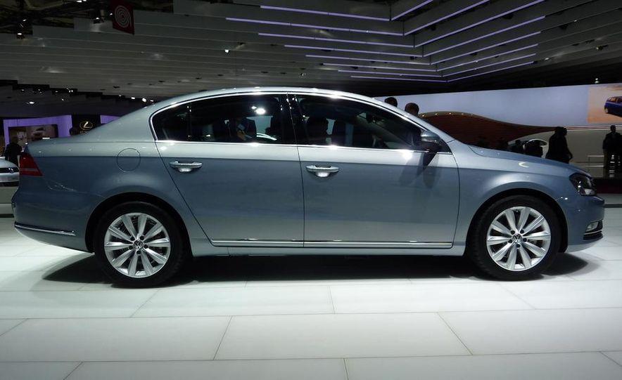 2011 Volkswagen Passat (European spec) - Slide 2