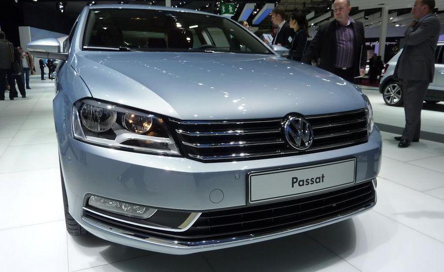2011 Volkswagen Passat (European spec) - Slide 3