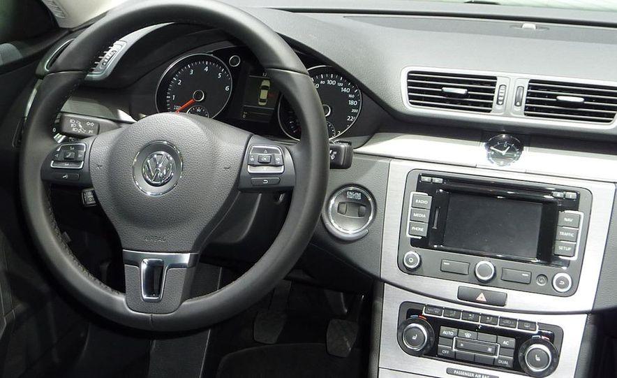 2011 Volkswagen Passat (European spec) - Slide 8