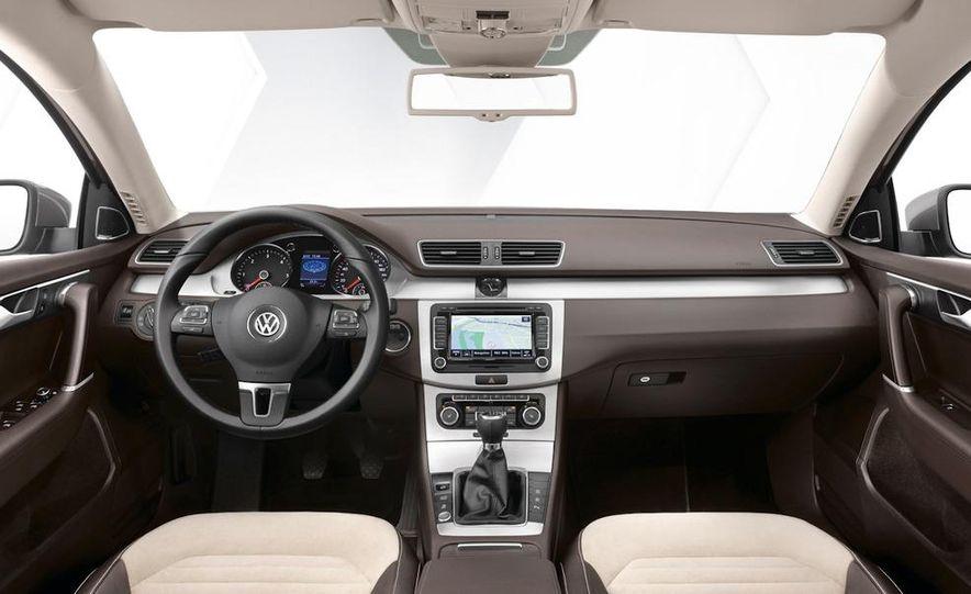 2011 Volkswagen Passat (European spec) - Slide 19