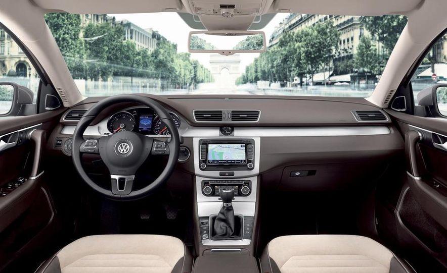 2011 Volkswagen Passat (European spec) - Slide 18