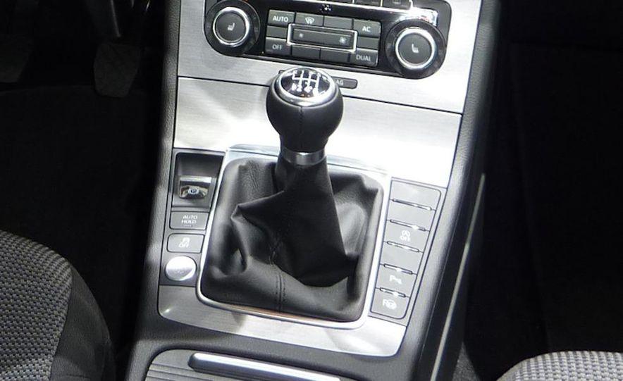 2011 Volkswagen Passat (European spec) - Slide 9