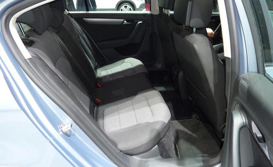 2011 Volkswagen Passat (European spec) - Slide 6