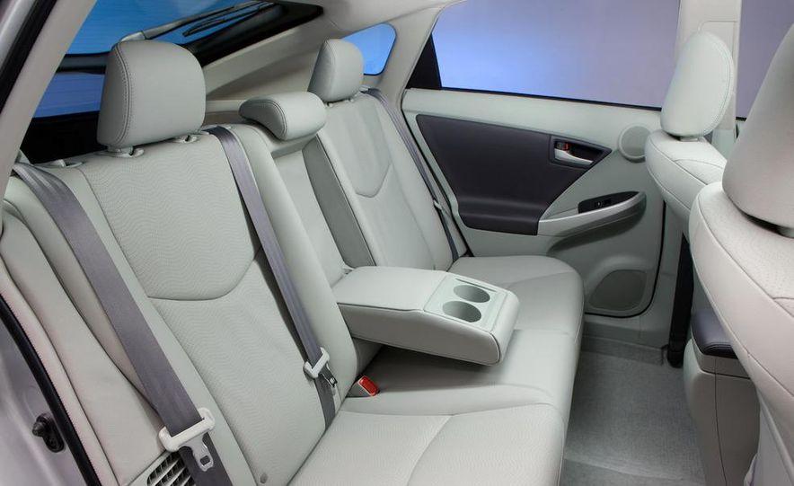 2012 Toyota Prius MPV (spy photo) - Slide 30