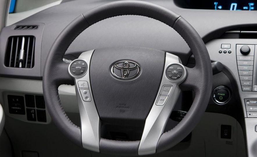 2012 Toyota Prius MPV (spy photo) - Slide 24