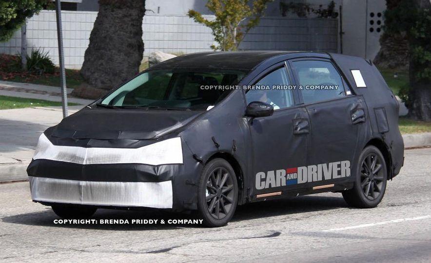 2012 Toyota Prius MPV (spy photo) - Slide 1