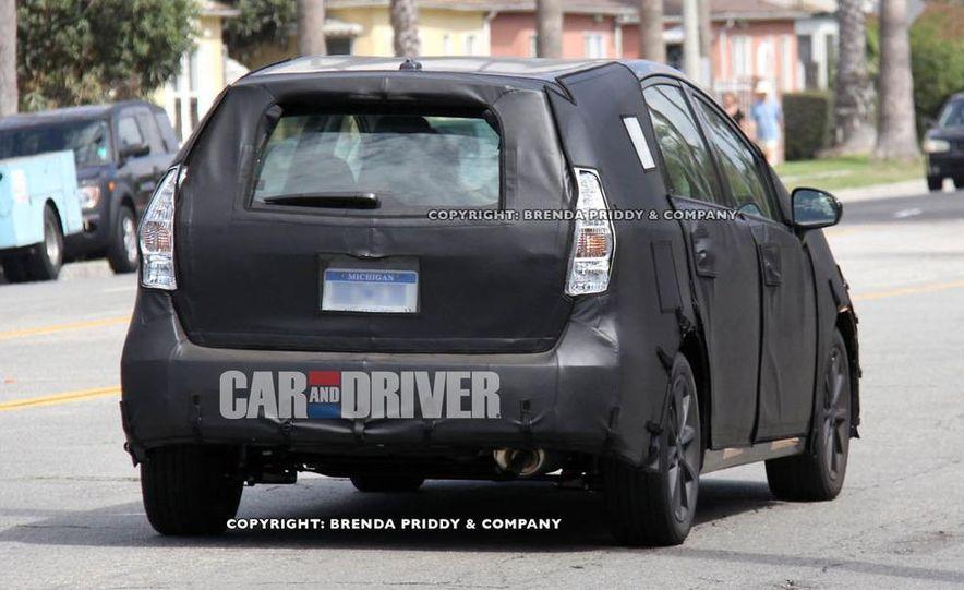 2012 Toyota Prius MPV (spy photo) - Slide 3