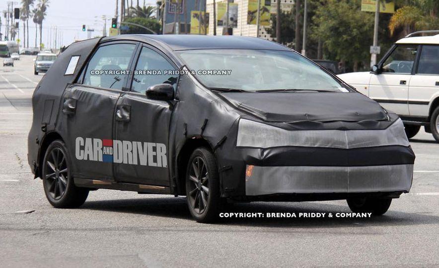 2012 Toyota Prius MPV (spy photo) - Slide 4
