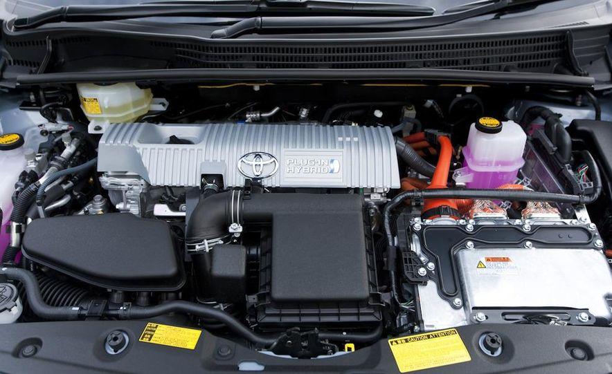 2012 Toyota Prius MPV (spy photo) - Slide 15