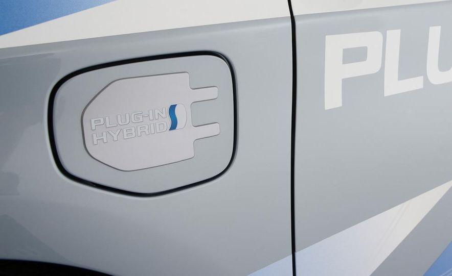 2012 Toyota Prius MPV (spy photo) - Slide 13