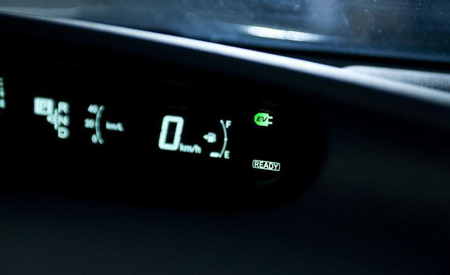 2012 Toyota Prius MPV (spy photo) - Slide 12