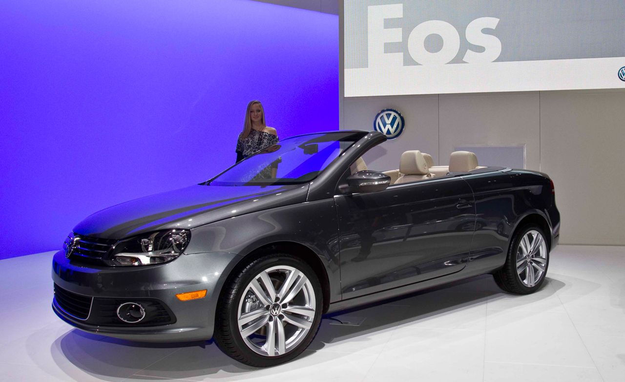 volkswagen eos reviews volkswagen eos price photos and specs car and driver. Black Bedroom Furniture Sets. Home Design Ideas