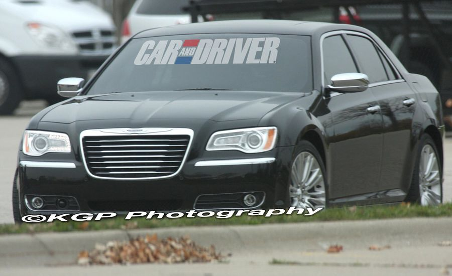 2011 Chrysler 300 Spy Photos