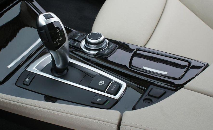 2011 BMW 528i - Slide 20