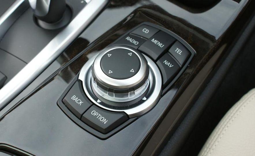 2011 BMW 528i - Slide 21