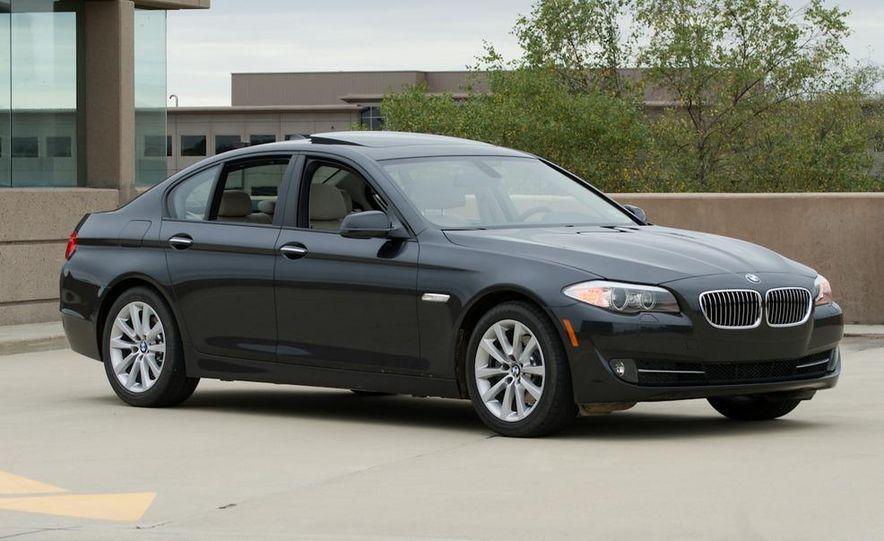 2011 BMW 528i - Slide 2