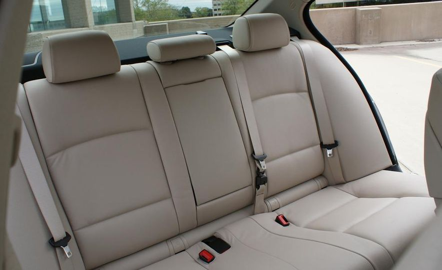 2011 BMW 528i - Slide 22