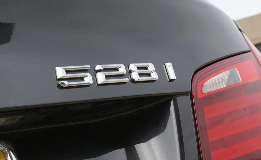 2011 BMW 528i - Slide 9