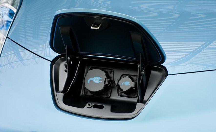 2011 Nissan Leaf SL - Slide 18