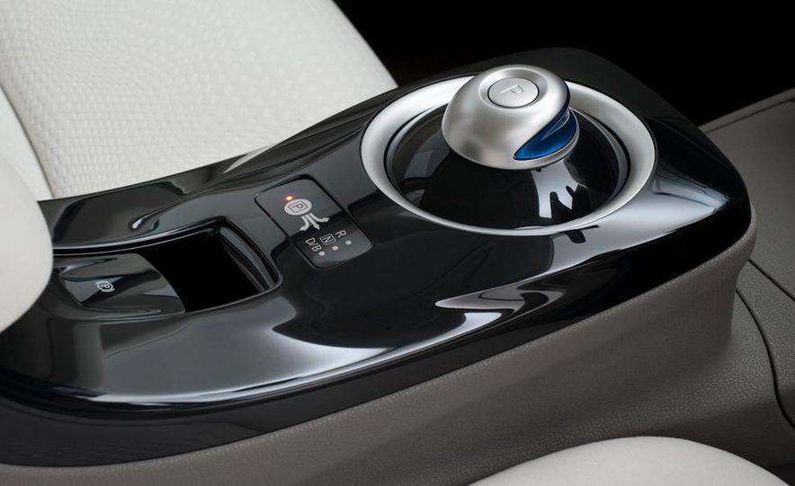 2011 Nissan Leaf SL - Slide 22