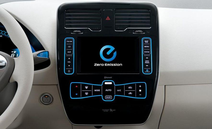 2011 Nissan Leaf SL - Slide 21