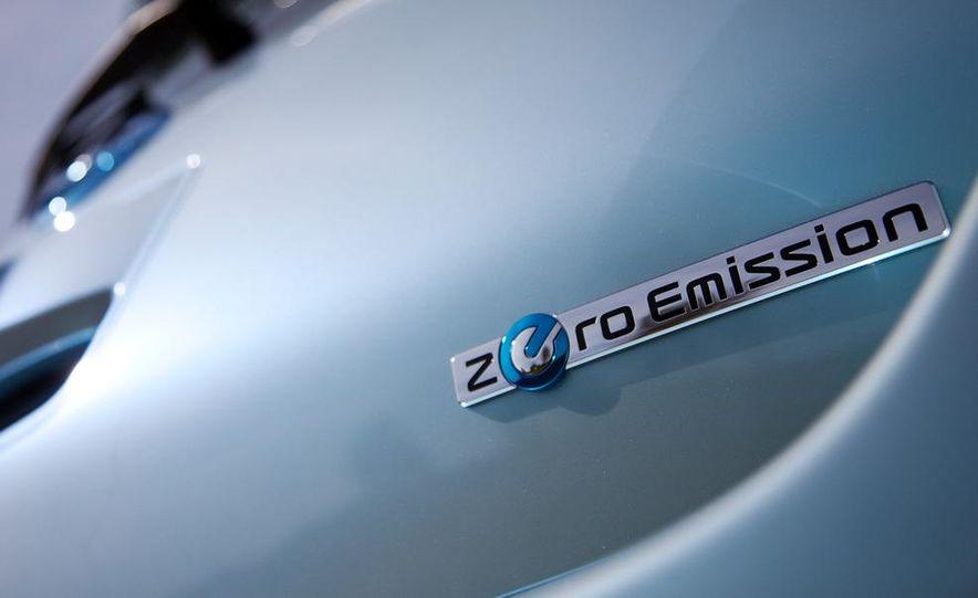 2011 Nissan Leaf SL - Slide 14