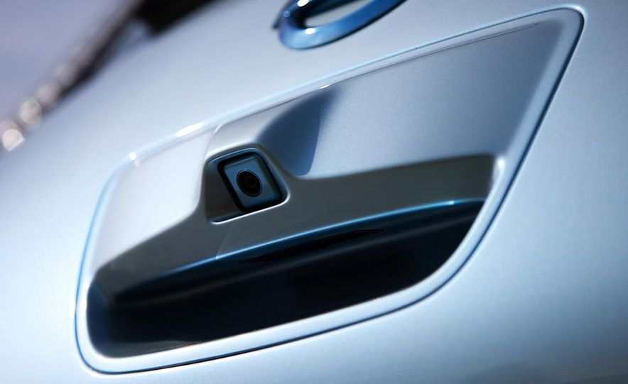 2011 Nissan Leaf SL - Slide 13