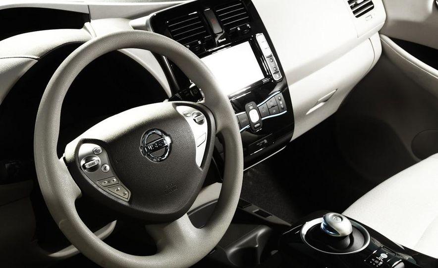 2011 Nissan Leaf SL - Slide 4