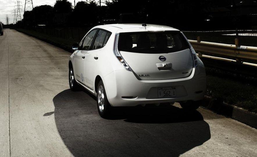2011 Nissan Leaf SL - Slide 5
