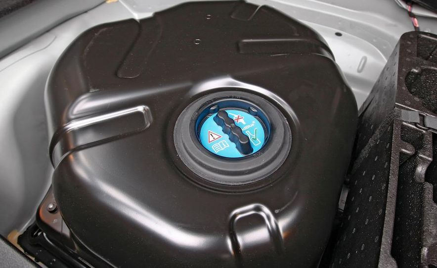 2011 Mercedes-Benz E350 BlueTec - Slide 22