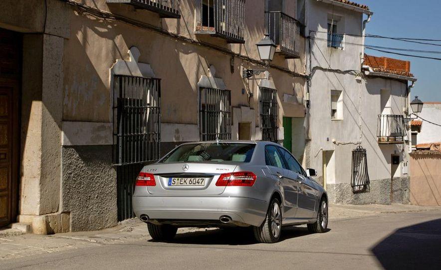 2011 Mercedes-Benz E350 BlueTec - Slide 7