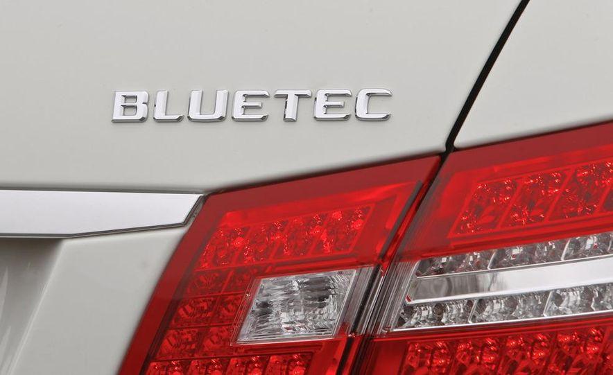 2011 Mercedes-Benz E350 BlueTec - Slide 16