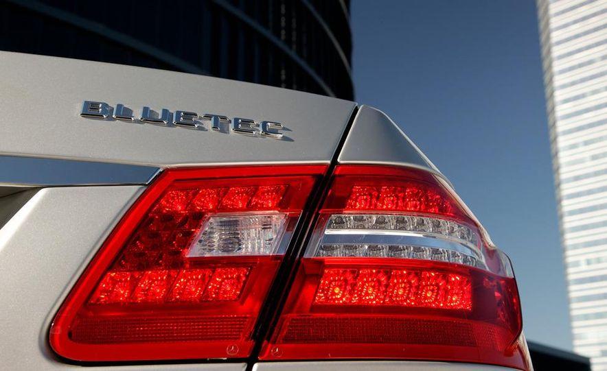 2011 Mercedes-Benz E350 BlueTec - Slide 17