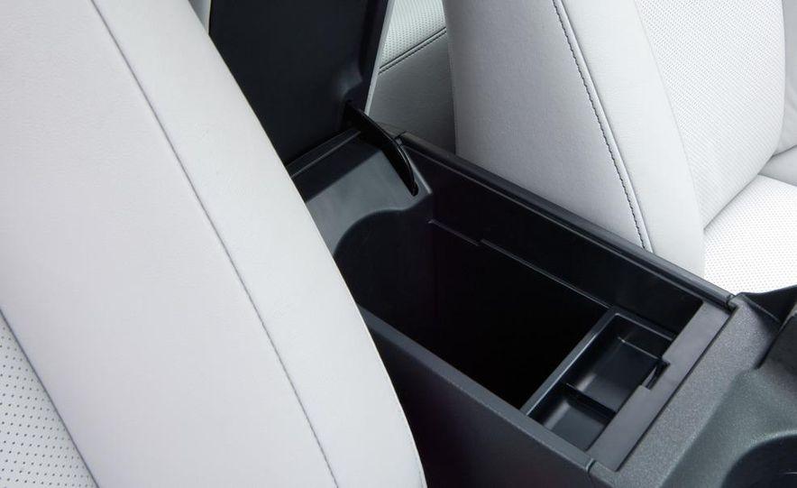 2011 Lexus CT200h - Slide 35