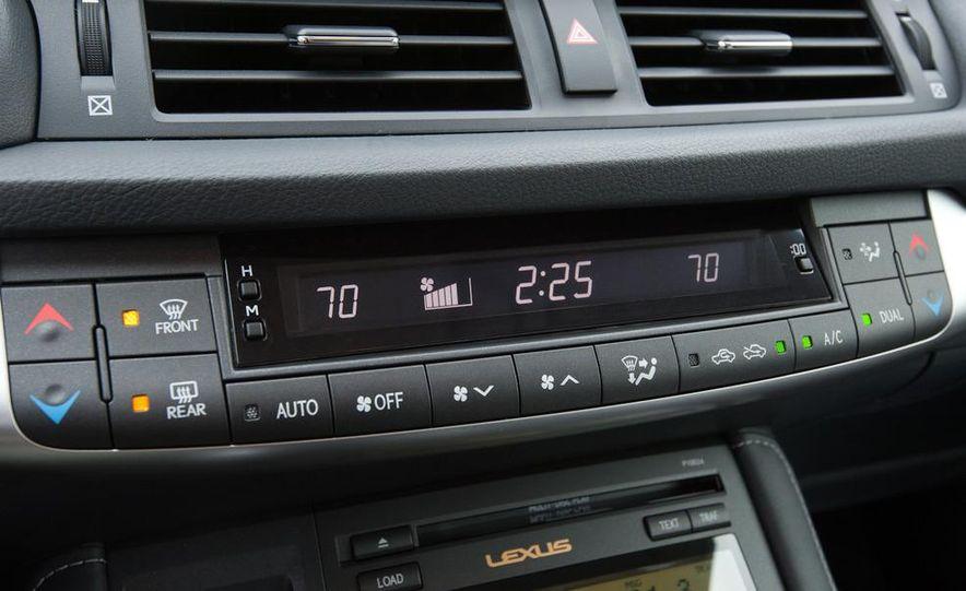 2011 Lexus CT200h - Slide 17