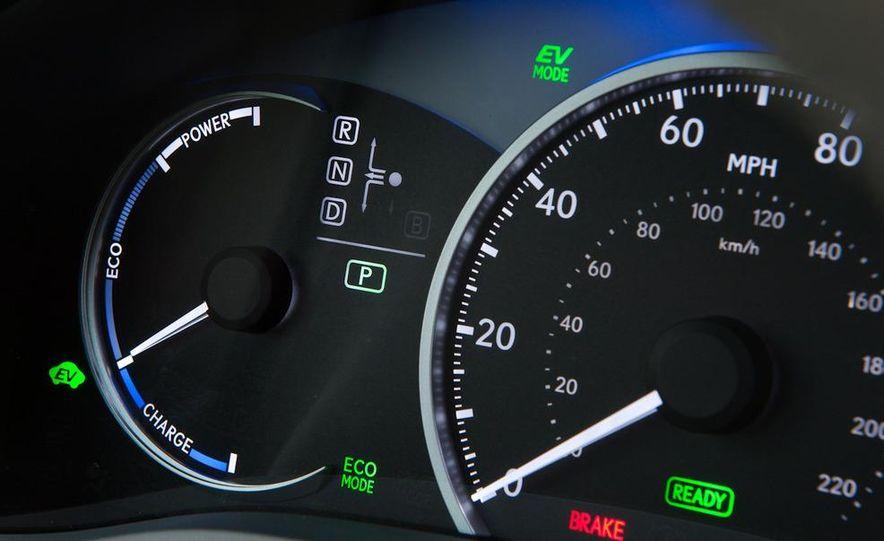 2011 Lexus CT200h - Slide 28