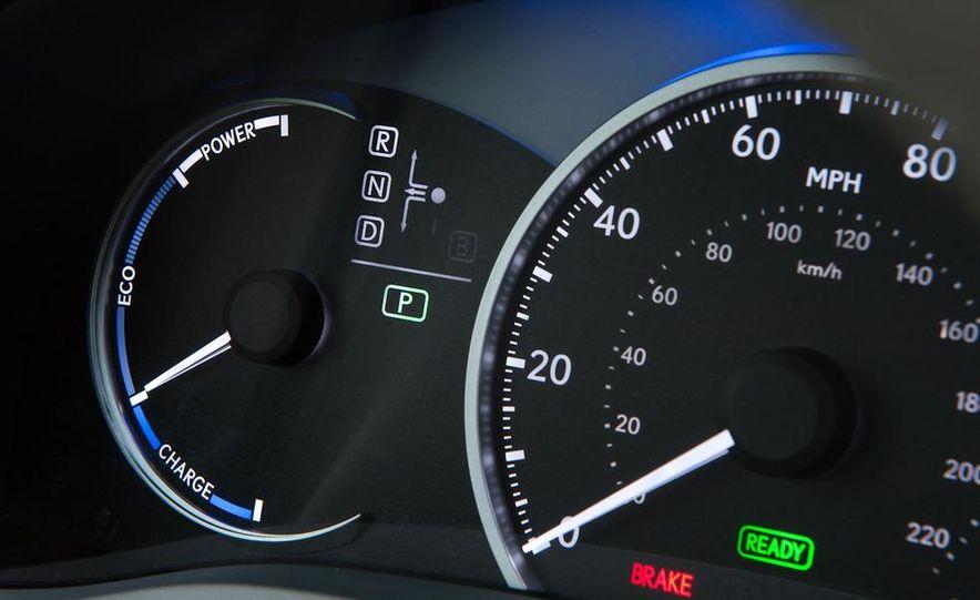 2011 Lexus CT200h - Slide 30