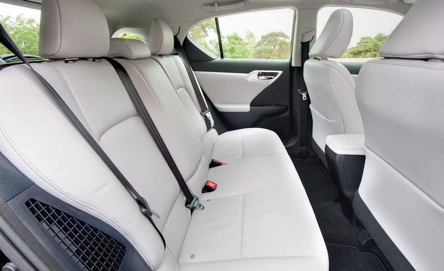 2011 Lexus CT200h - Slide 33