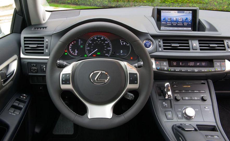 2011 Lexus CT200h - Slide 16