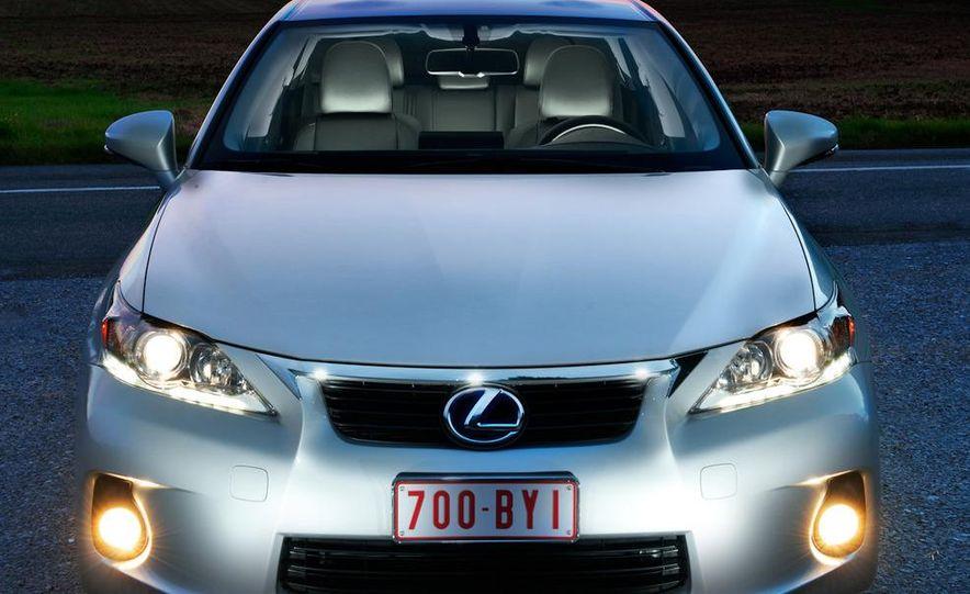 2011 Lexus CT200h - Slide 7