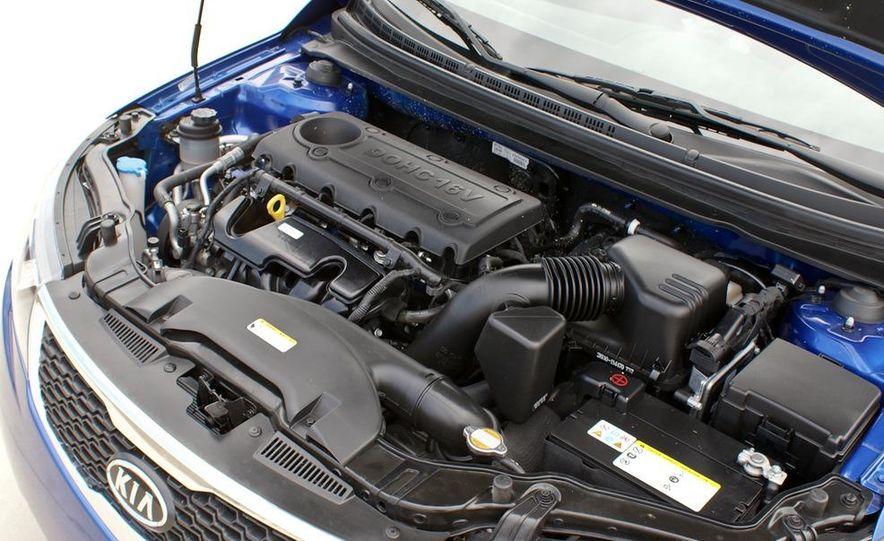 2011 Kia Forte SX 5-door - Slide 34