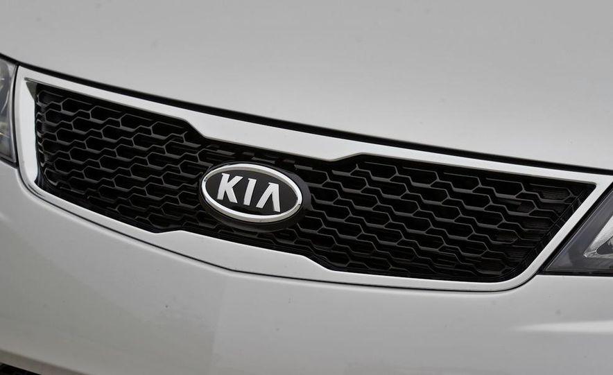 2011 Kia Forte SX 5-door - Slide 43