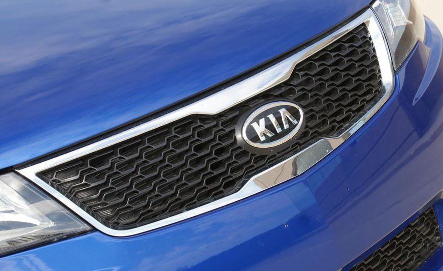 2011 Kia Forte SX 5-door - Slide 24