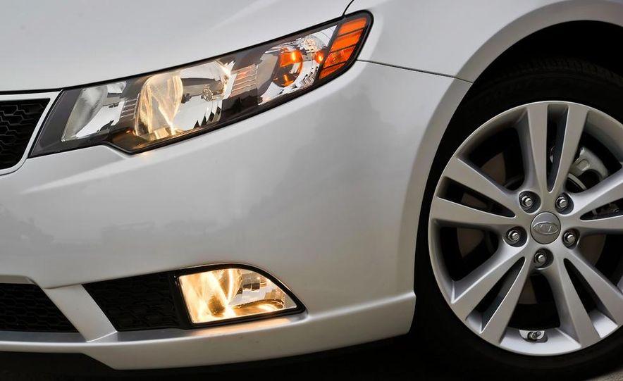 2011 Kia Forte SX 5-door - Slide 42