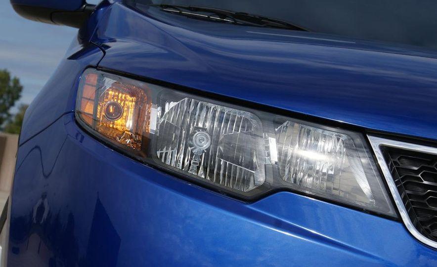 2011 Kia Forte SX 5-door - Slide 25