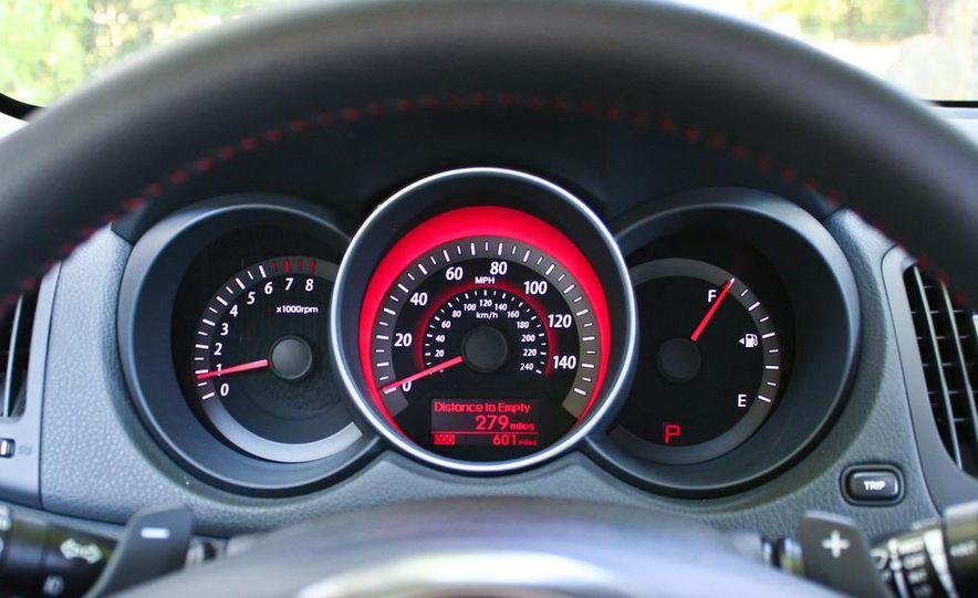 2011 Kia Forte SX 5-door - Slide 32