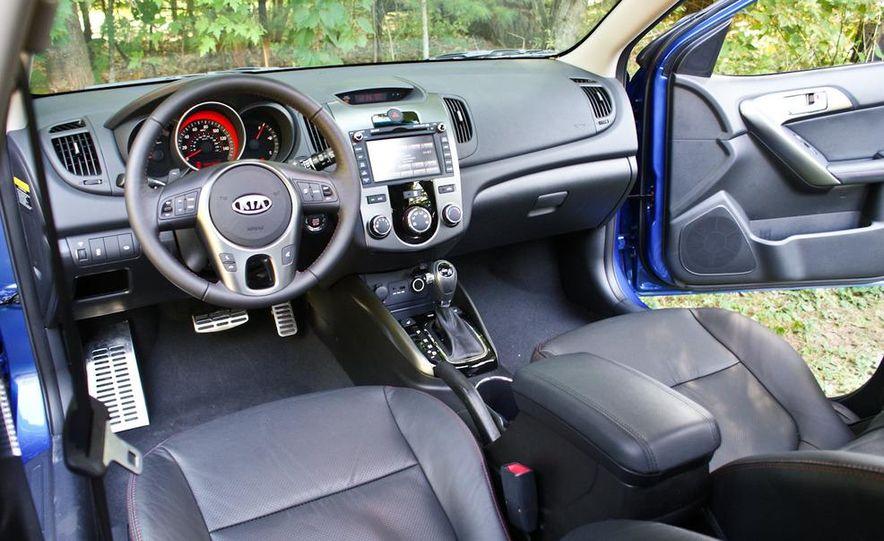 2011 Kia Forte SX 5-door - Slide 29