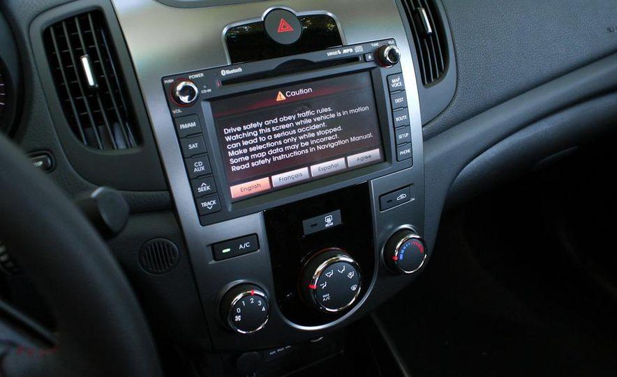 2011 Kia Forte SX 5-door - Slide 33