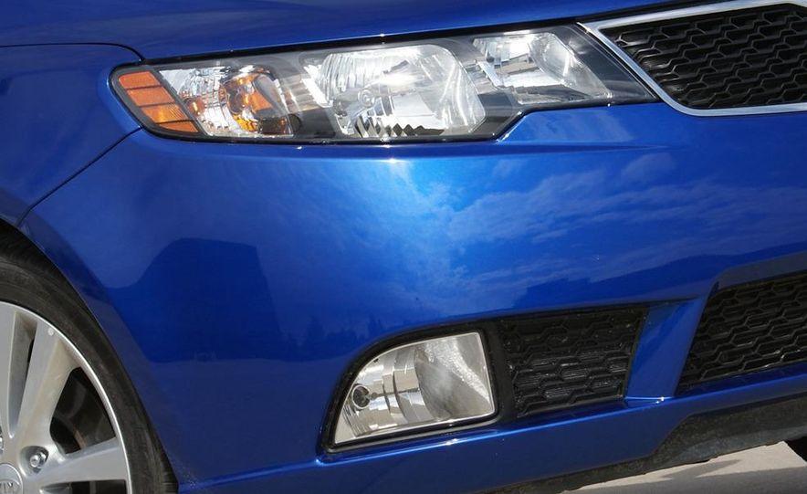 2011 Kia Forte SX 5-door - Slide 22