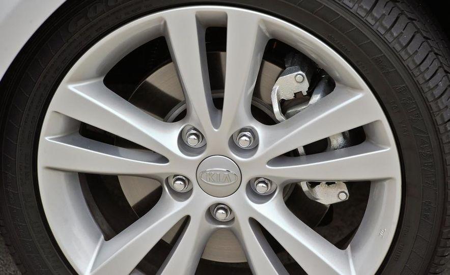 2011 Kia Forte SX 5-door - Slide 44